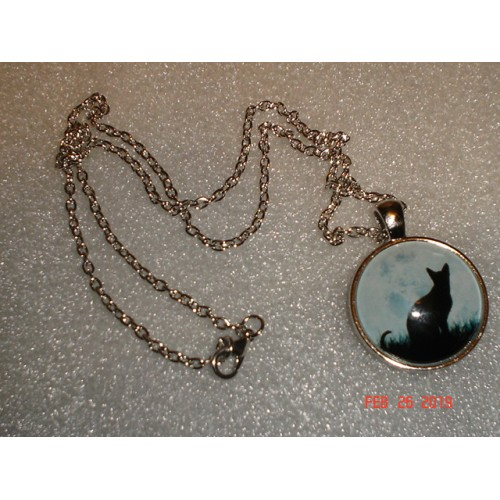 Handcrafted Silhouette of a Cat Pendant with Glass Dome Silver Tone Chain cde0226ag