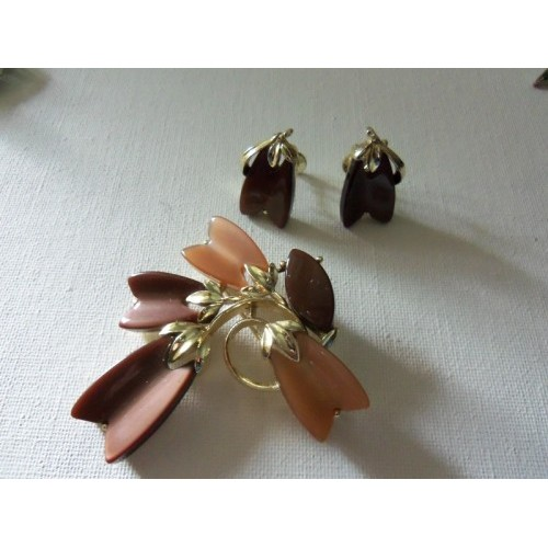 LISNER Signed DEMI Thermo Brooch and Matching Screwback Earrings